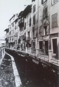 Foto d'epoca. Riva Bartolini, canale fra vecchie case