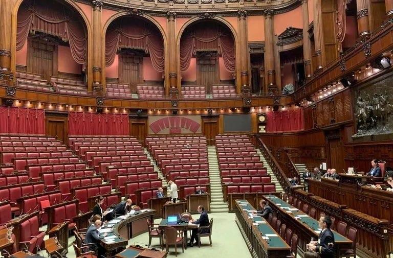 Risultati immagini per immagine dell'aula parlamentare